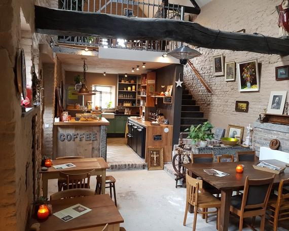 Onder de Poort Koffie & Brocante