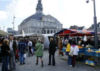 Grote warenmarkt en vismarkt (Maastricht – NL)